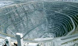 Die größte von Menschenhand geschaffene Grube in Afrika, die Palabora Kupfermine von Rio Tinto; Foto: Rio Tinto