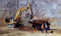 Minenarbeiten im Tagebau