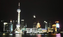 China - Shanghai Skyline bei Nacht