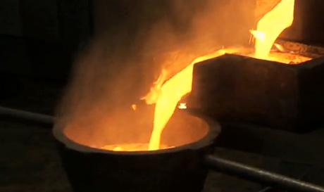 Goldbarrenguss auf der Morila-Mine von Randgold Resources