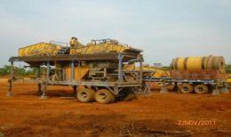 """Die DMS-Anlage (Vordergrund) und """"Scrubber"""" (Hintergrund) auf dem Luisha-South-Projekt von African Metals"""