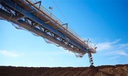 Förderband auf der weltweit größten Kupfermine Escondida