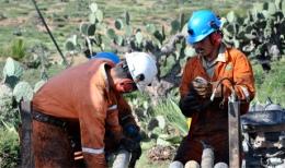 Arbeiter auf dem Rosario-Projekt von SantaCruz Silver Mining