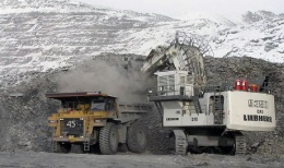 Beladung eines Lkw auf der Kumtor-Mine von Centerra Gold