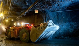 Petra_Diamonds_transporting-ore-underground-at-finsch