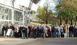 Einlassschlange bei der letzten Edelmetallmesse in München