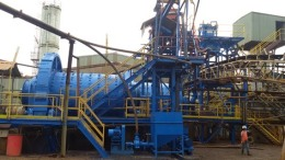 Überholte Hauptmühle auf dem Mengapur-Projekt von Monument Mining zur Kupferproduktion; Foto: Monument Mining