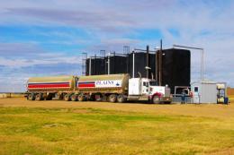 Öltruck auf einem Projekt der Hemisphere Energy; Foto: Hemisphere Energy