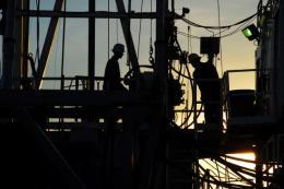 Arbeiter auf einem Projekt der Hemisphere Energy; Foto: Hemisphere Energy