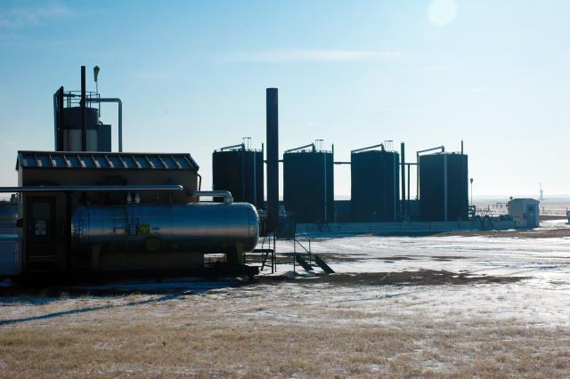 Erdöl, Kraftstoffe – Preise und Realitäten Michael Schmidt – Erdöl, Kraftstoffe – Preise und Realitäten 3 Drittens meine ich die politischen und gesellschaftlichen Kosten, also die Frage der Akzeptanz von Öl.