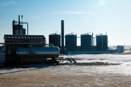 Öltanks auf einem Projekt der Hemisphere Energy; Foto: Hemisphere Energy