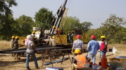Bohrgerät der Sarama Resources in Burkina Faso; Foto: Sarama Resources