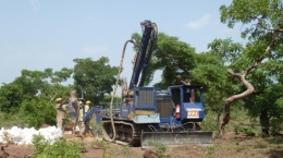 Bohrgerät der Sarama Resources in Burkina Faso; Foto: Sarama Resources