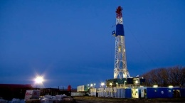 Bohrturm auf den Flächen der Elster Oil & Gas; Foto: Elster Oil & Gas