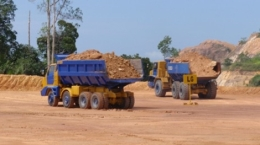 Erztransport auf der Goldmine Selinsing; Foto: Monument Mining