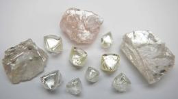 Neueste Diamanten vom Lulo-Projekt; Foto: Lucapa Diamond