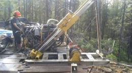 Bohrungen auf dem Driftwood Creek-Projekt; Foto: MGX Minerals