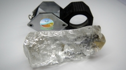 404karätiger Diamant vom Lulo-Projekt; Foto: Lucapa Diamond Company