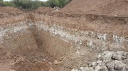 Mächtige Schicht von Kalziumsulfat auf dem Ana Sofia-Projekt; Foto: Centurio Minerals