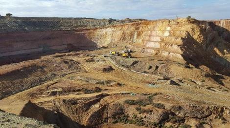 Der Abbau in der Grube M4 läuft bereits, während gleichzeitig gebohrt wird; Foto: Blackham Resources