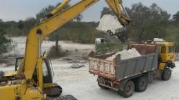 Verladung von Haldenmaterial auf dem Ana Sofia-Projekt; Foto: Centurion Minerals