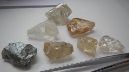 Auswahl von Diamanten aus der Rekordproduktion im Juli; Foto: Lucapa Diamond