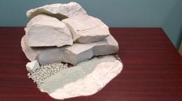 Verschiedene Produktgrößen nach Verarbeitung; Foto: Canadian Zeolite