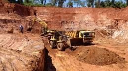 Abbau von Material zur Verarbeitung auf der Independencia-Mine; Foto: Latin American Minerals