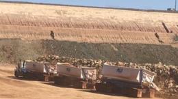 Road Train für die Erzanlieferung zur Produktionsanlage; Foto: Blackham Resources